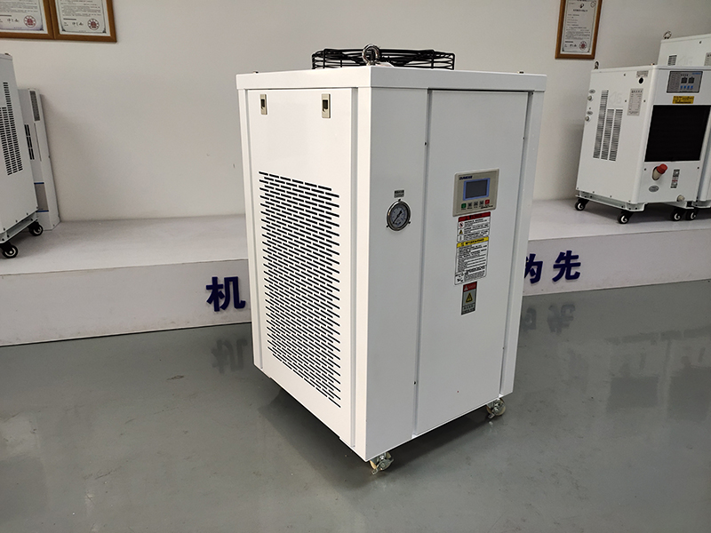 柜式油冷机和柜式优德88 w88官方网站哪里可以定制?
